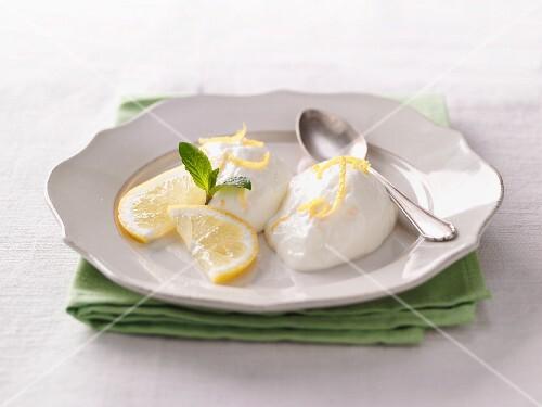 Lemon yoghurt cream