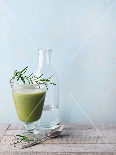 A green smoothie with melon, oat leaf lettuce, chia and herbs