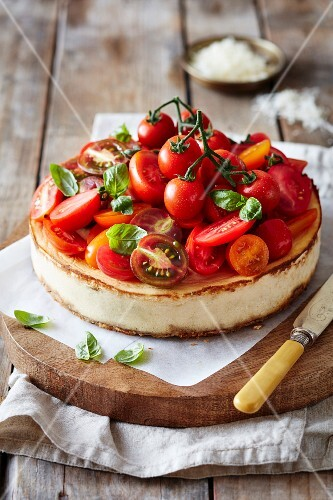 Ricotta cheesecake with tomatoes