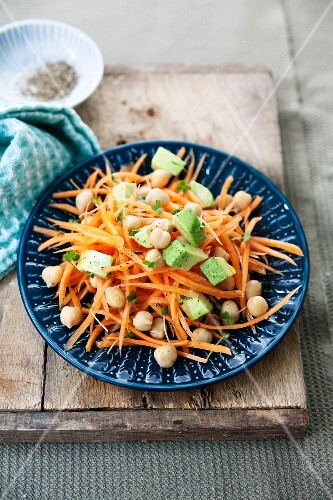 A healthy carrot salad with chickpeas, avocado and lemon