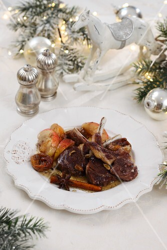 Lamb chops with apples and spices for Christmas