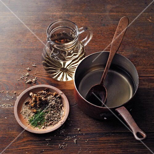 Ingredients for horehound wine à la Hildegard von Bingen: horehound and mixed herbs and white wine