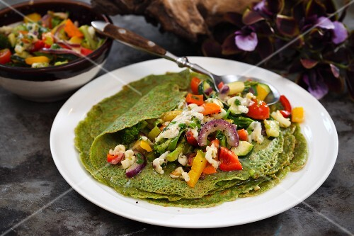 Green crepes with vegetables