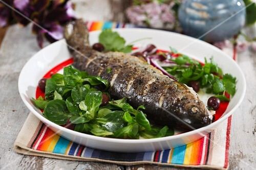 Oven-baked trout with lamb's lettuce and olives