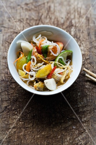 Thamm Sua (spicy rice noodle salad with vegetables, Thailand)