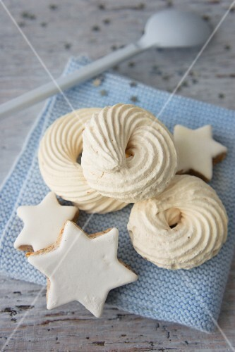 Meringue swirls and cinnamon stars
