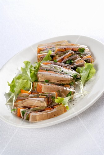 Mixed meat and vegetables in aspic