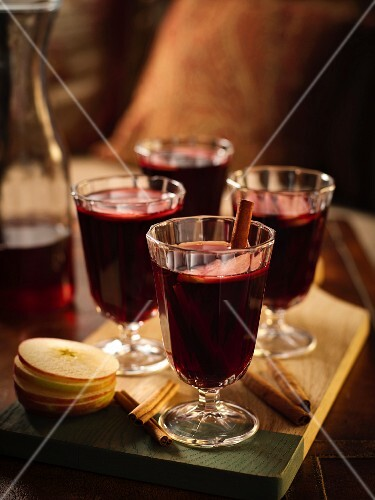 Mulled wine with apple and cinnamon