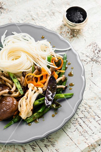 Mushroom stir fry with vegetables (Asia)