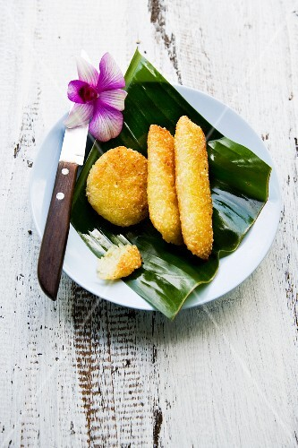 Khao Niau Ping (grilled rice fritters, Thailand)