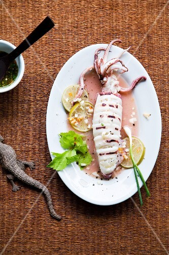 Pla Mük Nüng Manao (squid in lime juice, Thailand)