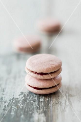 Vegan raspberry macaroons