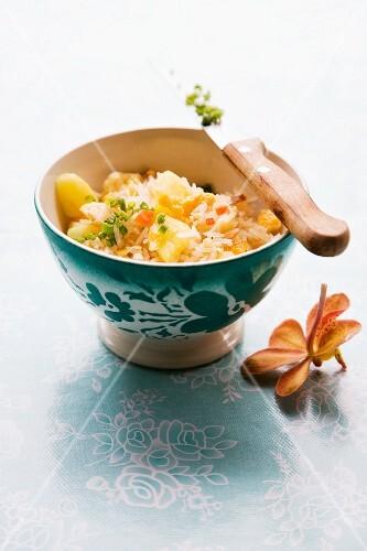 Khao Pad Sapparot (fried rice with pineapple, Thailand)
