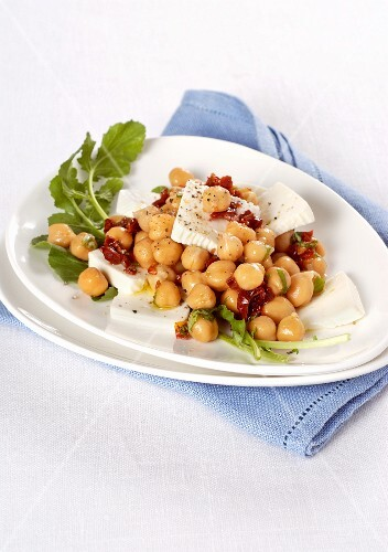 Chickpea salad with dried tomatoes and cream cheese