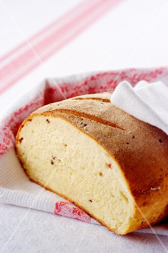 Kamut bread with peppercorns