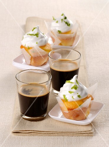 Mini cupcakes with lime cream served with coffee