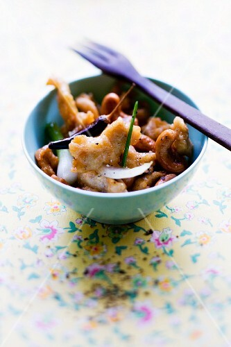 Gai Pad Med Mamuanghimapan (chicken with cashew nuts, Thailand)