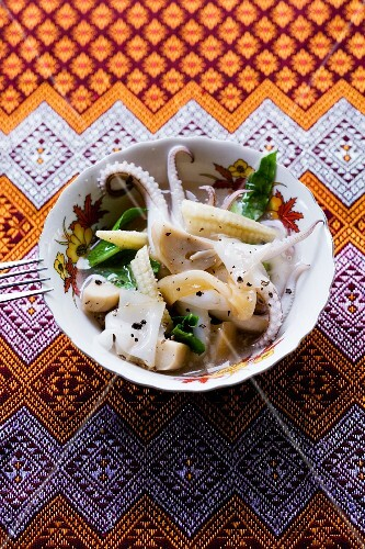 Rad Nah Pla Mük (rice noodles with squid and vegetables, Thailand)