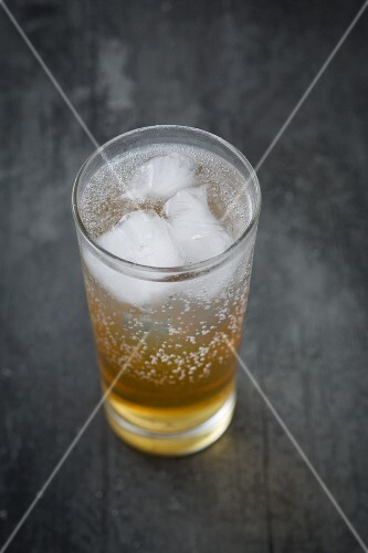 Spiced syrup with fizzy water