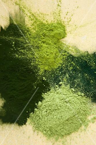 A splash of green superfood powders