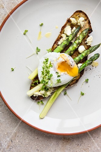 Poached egg on toast with fresh asparagus and ricotta (seen from above)