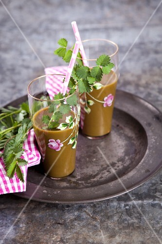 Green smoothies made with pimpernelle, spinach, apple, banana, pear and Ginger