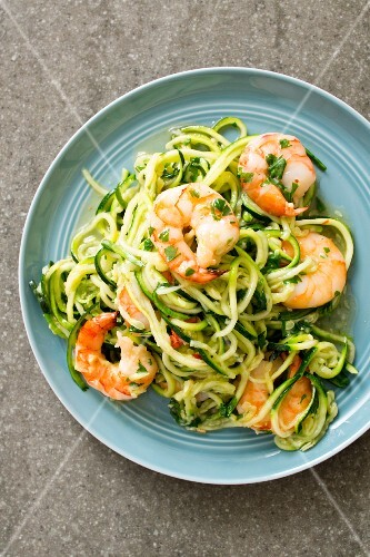 Courgette noodles with scampi (seen from above)