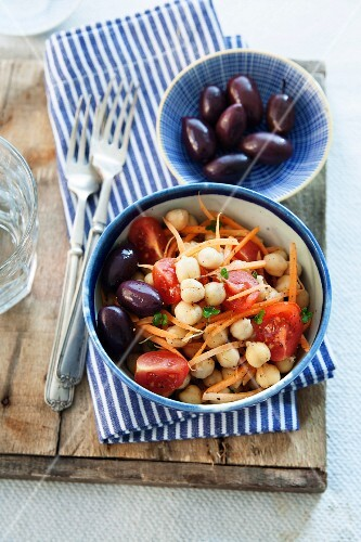 Chickpea salad with carrots, tomatoes and black olives