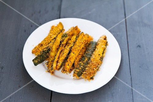 Baked courgette strips with a Parmesan crust