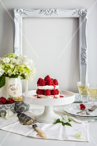 Walnut meringue with raspberries and mascarpone cream
