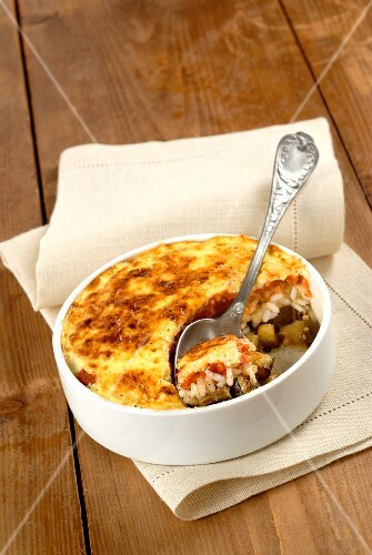 Rice bake with a yoghurt crust