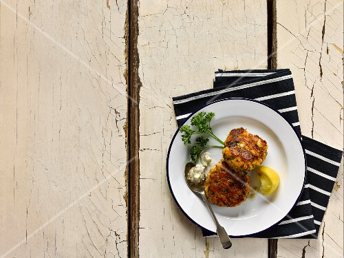 Crab cakes with mussels