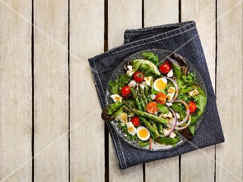 Summer salad with quail's eggs