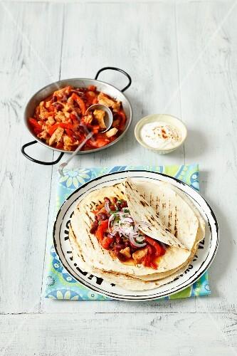 Tortillas with turkey chilli con carne
