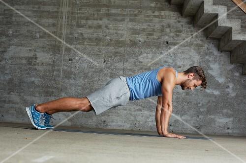 Upper body training press up