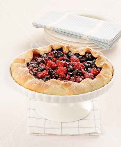 Crostatina with fruits of the forest