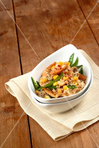 Fried Thai rice with prawns, mange tout and sweetcorn