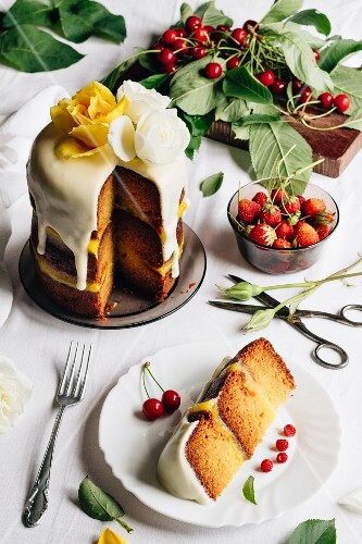 A mini festive cake with lemon curd and elderflowers, sliced