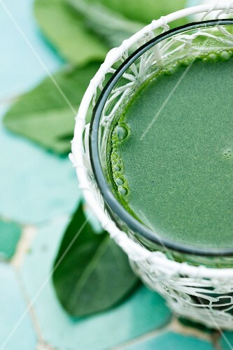 A green smoothie with stinging nettles and dandelion (close-up)