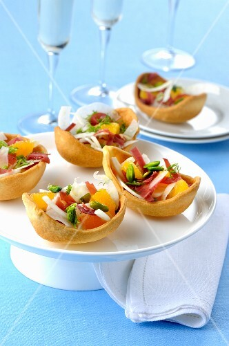 Pastry shells filled with Prosciutto, grapefruit and vegetables
