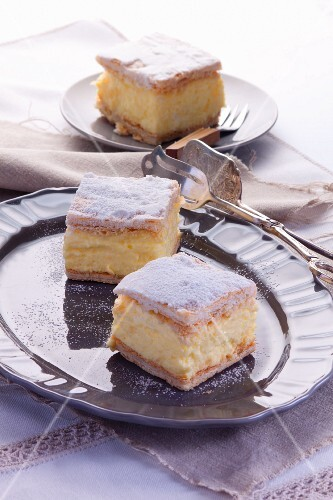 Puff pastry slices with vanilla cream