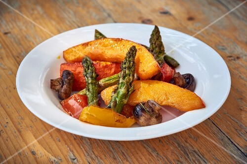 Grilled vegetables with salt and olive oil