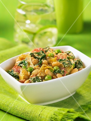 Vegetable curry with cheese (India)