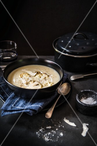 Cauliflower soup with cream and Parmesan cheese