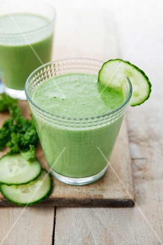Kale smoothie with apple, cucumber and spirulina