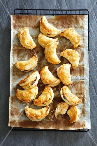 Puff pastry moons filled with lentils and raisins
