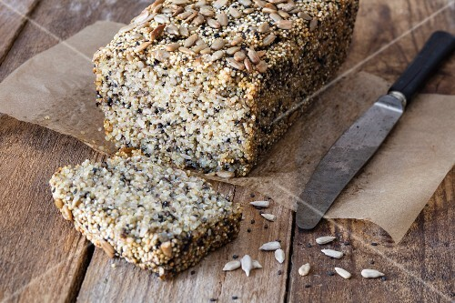 Quinoa bread with chia seed and sunflower seeds – no flour, no eggs