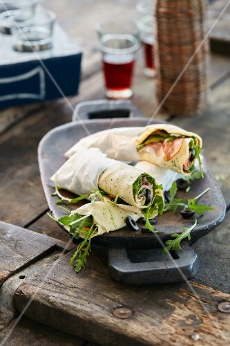 Crêpes filled with ham and rocket