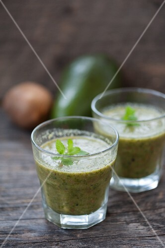 Green smoothies made with kiwi, avocado and parsley