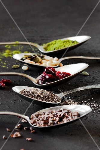 Various superfoods on tablespoons